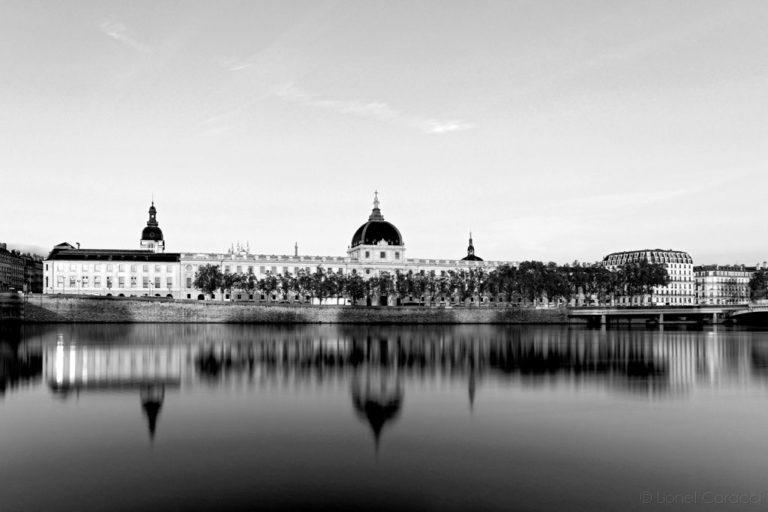 Photo Lyon noir et blanc - Hôtel Dieu - © Lionel Caracci Krom Galerie