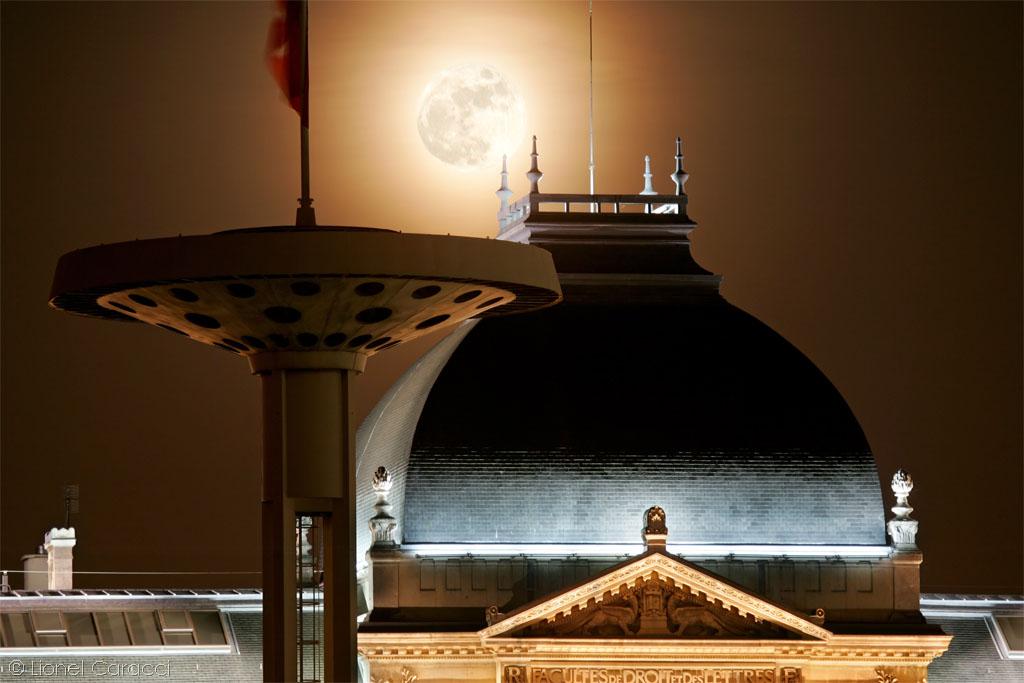 Lever de Lune sur l'Université