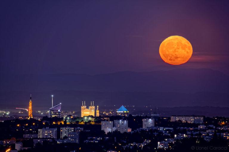 Photo Lyon Nuit - Pleine Lune sur Lyon - © Lionel Caracci Krom Galerie