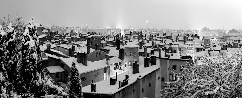 Photo Lyon Nuit - Vieux Lyon enneigé Noir et Blanc - © Lionel Caracci Krom Galerie