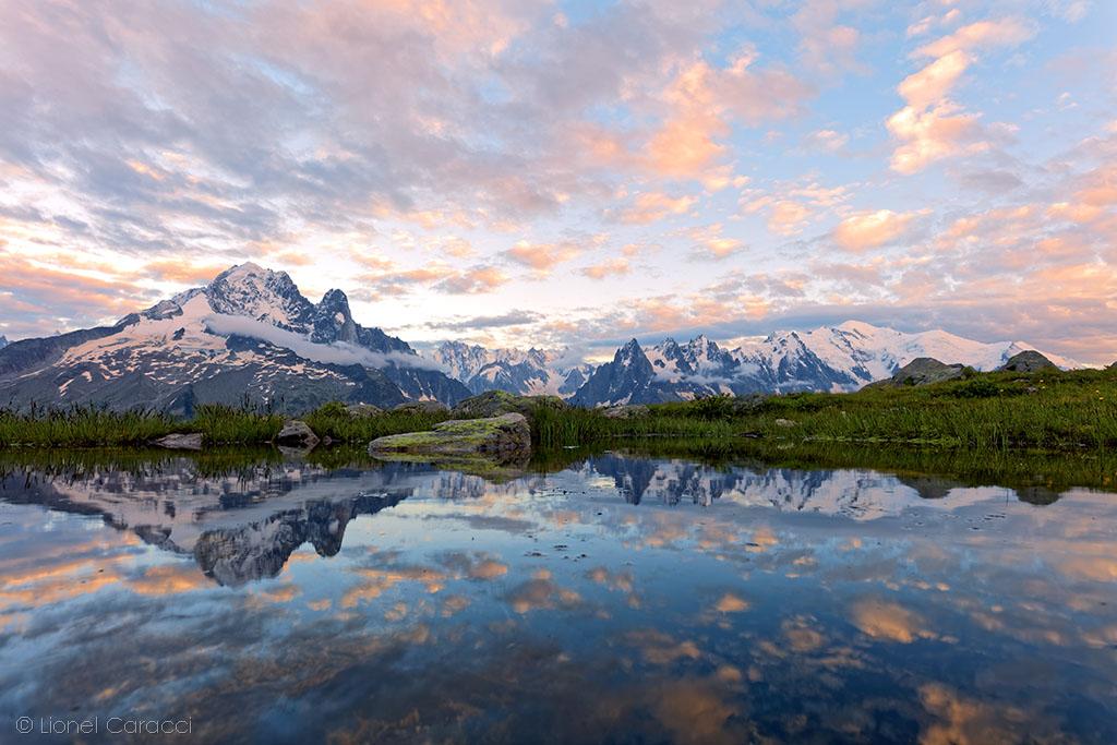 Photo du Mont-Blanc - Reflet du Massif dans l'eau - © Lionel Caracci Krom Galerie